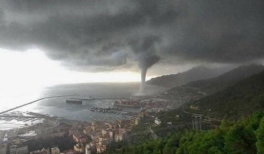 Salerno: come un uragano