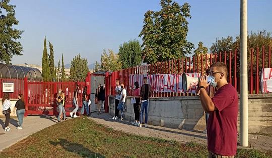 Numero chiuso a Salerno: la protesta di Fronte della Gioventù Comunista